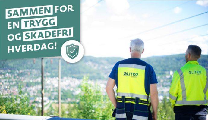To oppsynsmenn ser utover Drammen by